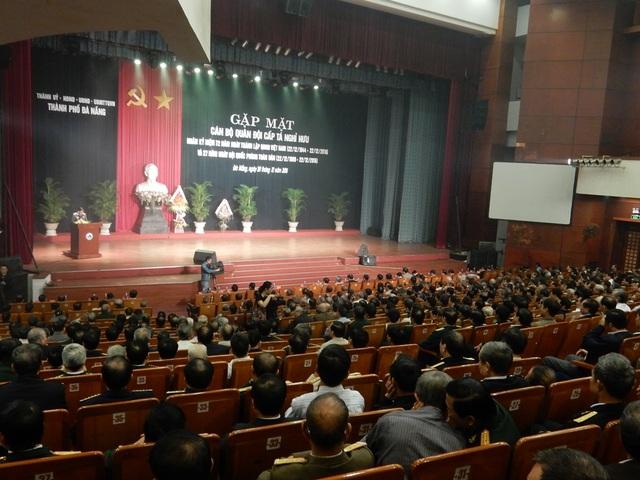 Buổi gặp mặt được tổ chức tại Nhà hát Trung Vương với sự tham gia của 1.600 cán bộ quân đội cấp tá nghỉ hưu