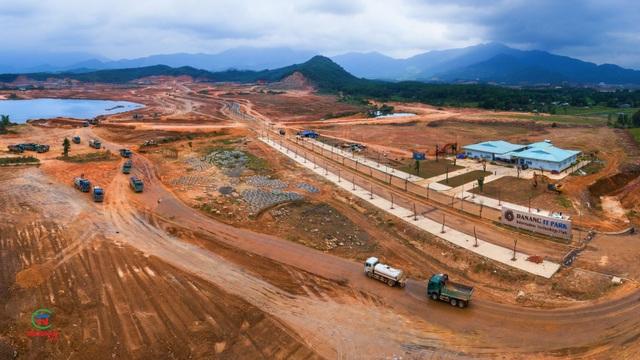 Sau 7 tháng thi công tổng lực, đến nay Danang IT Park đã hoàn thiện 90% khối lượng san nền và 50% hạ tầng giao thông thoát nước.