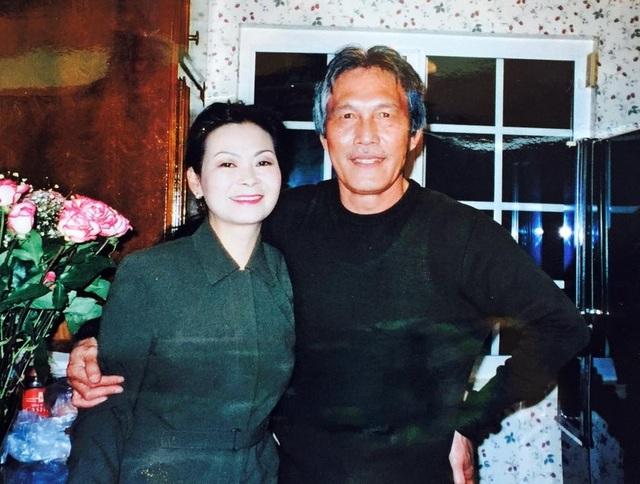 Ca sĩ Khánh Ly và chồng