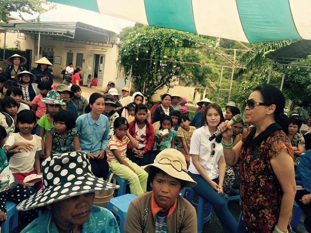 Gần đây nhất, danh ca Khánh Ly thực hiện chương trình từ thiện cùng những bạn bè tại Việt Nam nhân ngày Trung thu