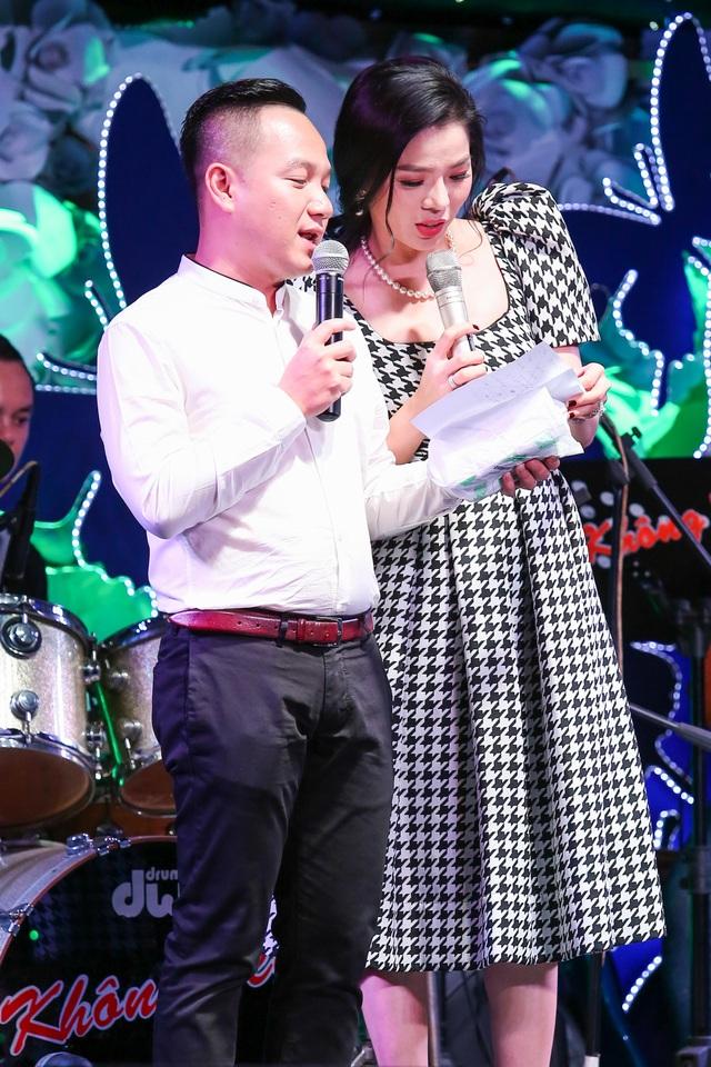MC Anh Khoa và Lệ Quyên đã nhờ ca sĩ Đàm Vĩnh Hưng thay mặt để nhận số tiền 310 triệu của đêm nhạc Tình nghệ sĩ 8 và anh sẽ vào thăm cũng như trao lại cho gia đình ca sĩ Minh Thuận món quà này để động viên sức khỏe cũng như tình hình hiện tại của anh vào ngày 17/09.