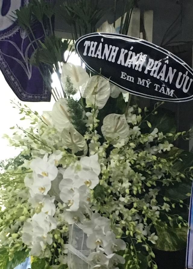 Ca sĩ Mỹ Tâm chưa kịp đến viếng đã gửi vòng hoa kính viếng cho đàn anh