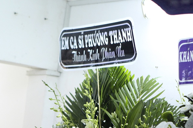 Những ngày qua Phương Thanh đang ở Ấn Độ, khi ca sĩ Minh Thuận mất cô không có mặt tại Việt Nam cũng đã gửi hoa đến viếng