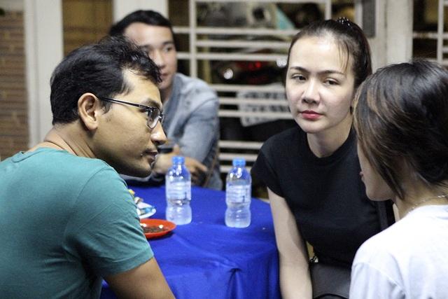 Vợ chồng diễn viên Huỳnh Đông và Ái Châu đến với người anh thân thiết trong đêm cuối