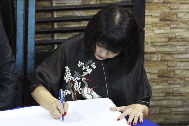 Xúc động tình nghệ sĩ đêm cuối cùng bên ca sĩ Minh Thuận - 37