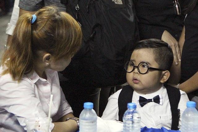 Cậu nhóc Ku Tin cũng đến với đêm cuối cùng của chú Minh Thuận