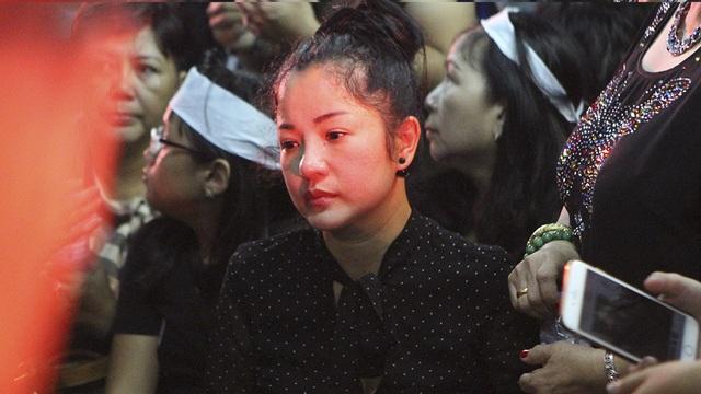 Thúy Nga không ngăn được nước mắt