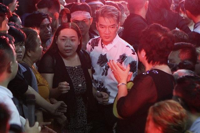 Xúc động tình nghệ sĩ đêm cuối cùng bên ca sĩ Minh Thuận - 24