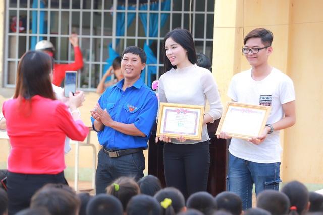 Cũng nhân dịp này, Kỳ Duyên cùng với những người bạn của mình đã hỗ trợ, giúp đỡ kinh phí để ban lãnh đạo tân trang, xây mới lại một số cơ sở vật chất tại đây nhằm giúp các bé yên tâm đến lớp.