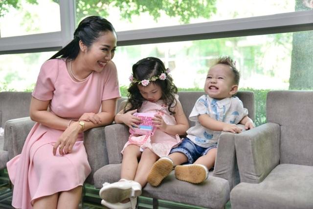 Sao Việt cùng con khuấy đảo sàn catwalk - 6