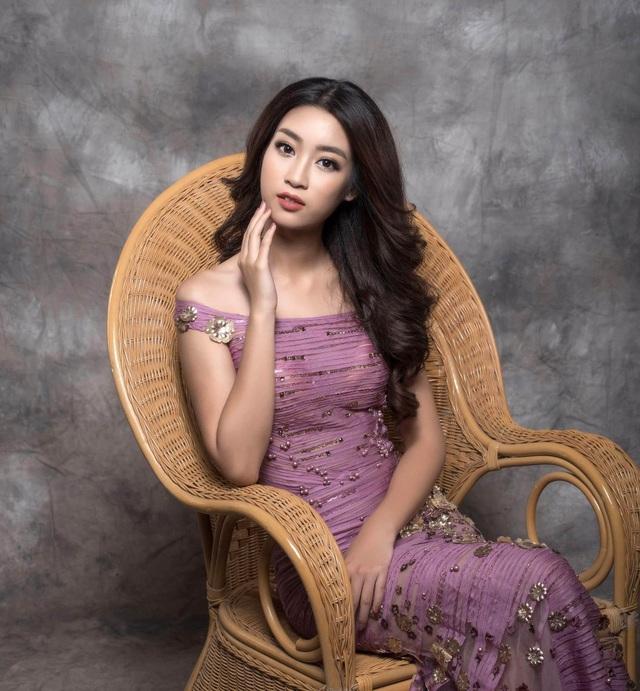 Dù không xuất hiện quá nhiều trong các sự kiện trong thời gian qua nhưng Đỗ Mỹ Linh liên tục ghi tên mình ở vị trí hàng sao đẹp nhờ phong cách thời trang tinh tế, quyến rũ và đẳng cấp.