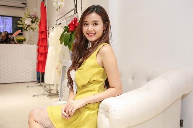 Màu vàng được thiết kế với những đường ghép cá tính
