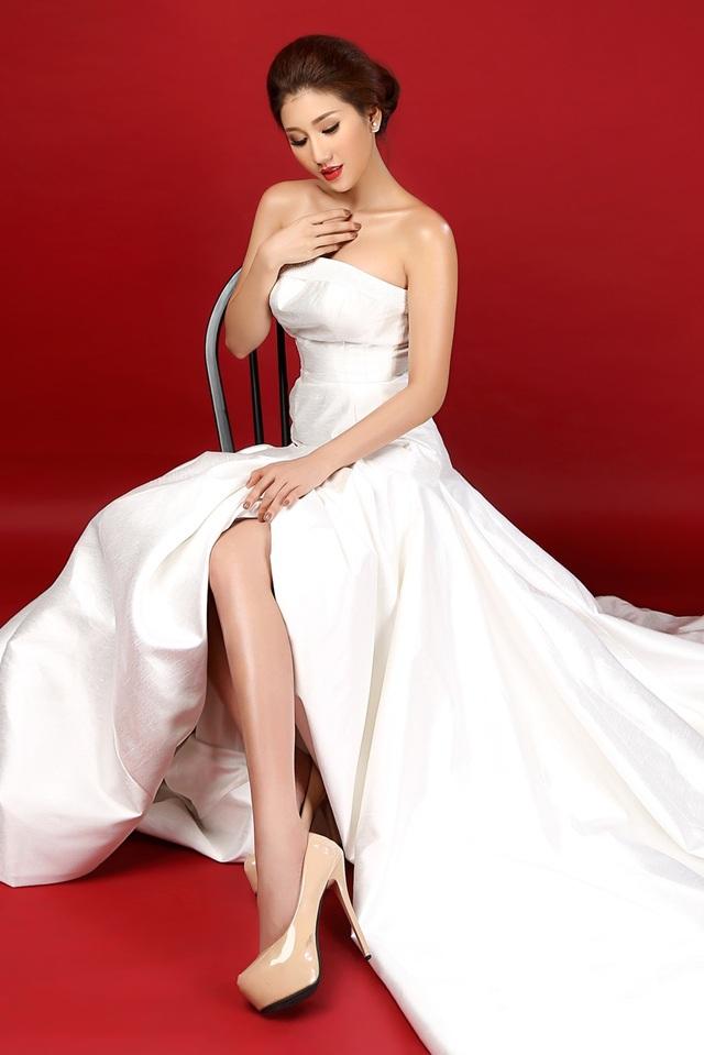 Ngoài trang phục truyền thống, Bảo Như cũng sẽ diện trang phục trắng của NTK Vincent Đoàn.