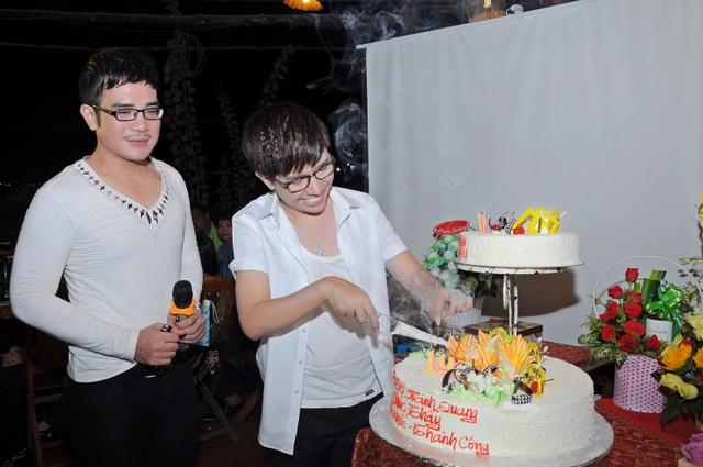 Ca sĩ Long Nhật đón sinh nhật cùng bạn Vương Bảo Tuấn