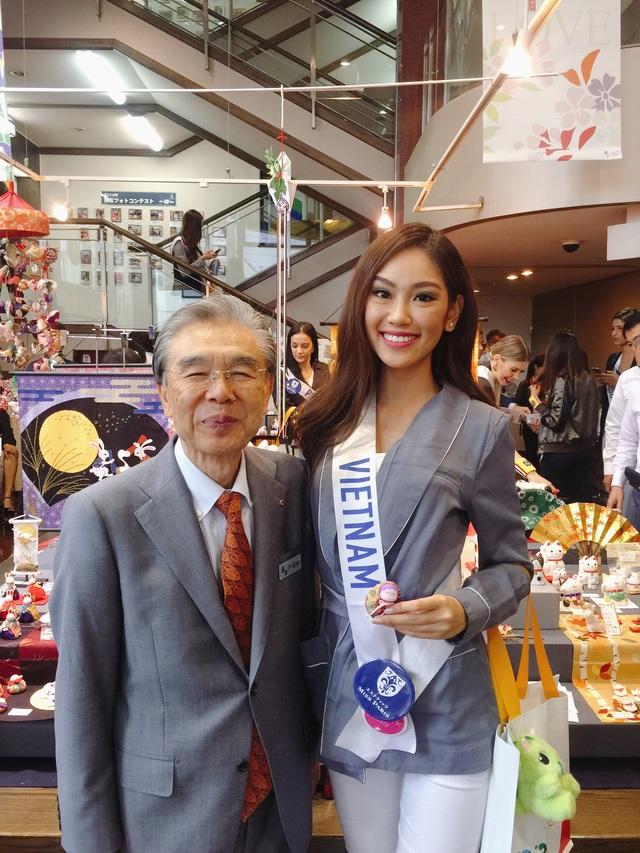 Hé lộ quà tặng quốc gia của Phương Linh tại cuộc thi Hoa hậu Quốc tế 2016 - 2