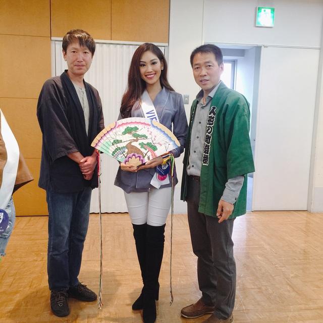 Hé lộ quà tặng quốc gia của Phương Linh tại cuộc thi Hoa hậu Quốc tế 2016 - 3