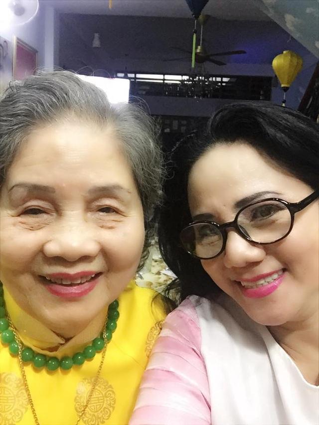 Ca sĩ Ngọc Ánh và mẹ