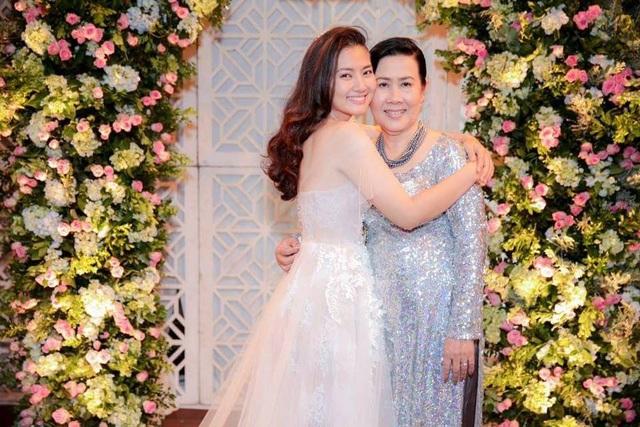 Diễn viên Ngọc Lan và mẹ