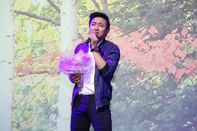Diễn viên - ca sĩ Quý Bình đã tặng các khán giả của mình bài hát Tình bơ vơ.