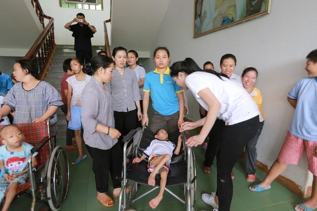 Ngoài ra, trung tâm nuôi dưỡng trẻ em khuyết tật Vinsente nằm ở khu vực vùng sâu cũng rất cần được quan tâm.