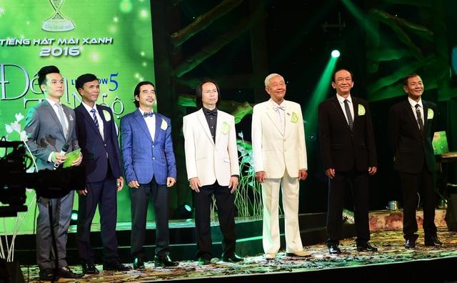 Sáu thí sinh còn lại (những thí sinh bị loại trong các đêm) ùng tranh tài để chọn ra thí sinh xuất sắc hơn cả vào top 4, tranh ngôi vị quán quân Tiếng hát mãi xanh 2016.