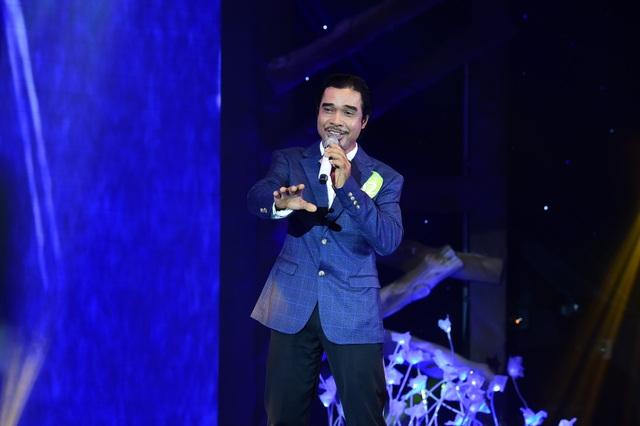 Chinh phục hoàn toàn bộ ba giám khảo chuyên môn và nhận được bình chọn nhiều nhất từ 25 giám khảo báo chí, thí sinh Dương Công Danh (53 tuổi – TP.HCM) giành chiếc vé vớt vào đêm chung cuộc.