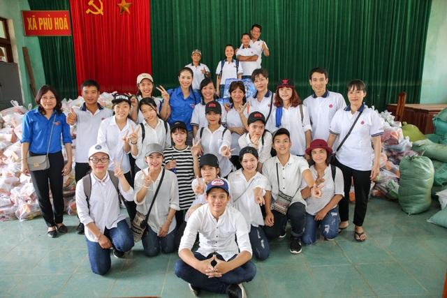 Sự lăn xả trong những chuyến đi còn truyền cảm hứng, hành động thiết thực cho cộng đồng fan Phạm Hương - cộng đồng fan hâm mộ với rất đông các bạn trẻ.