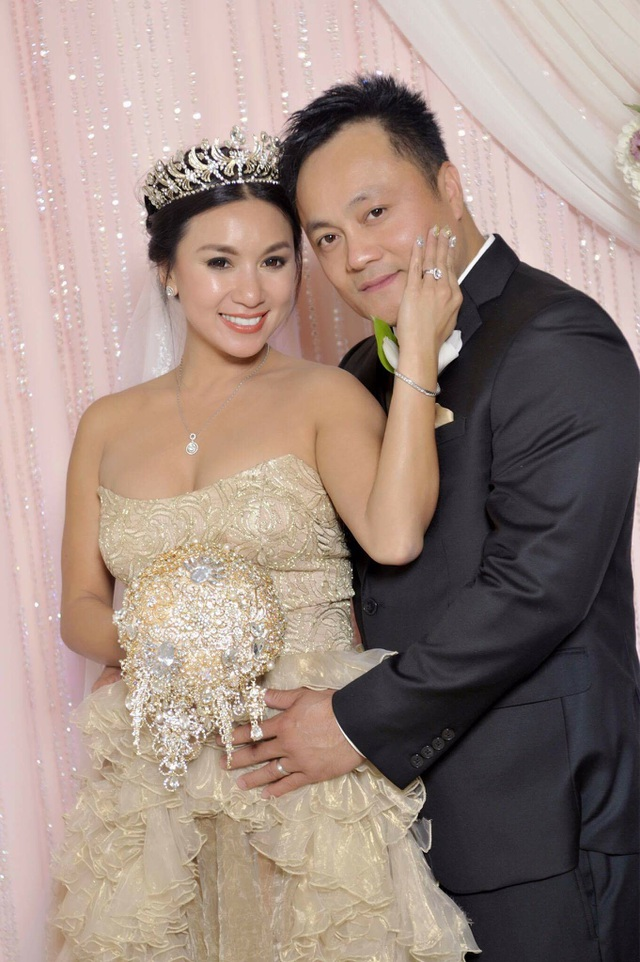 Diễn viên Y Phụng xinh đẹp trong ngày cưới - 2