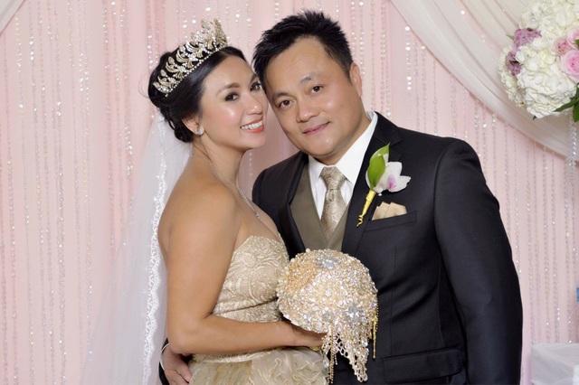 Y Phụng hạnh phúc bên chồng trong ngày cưới