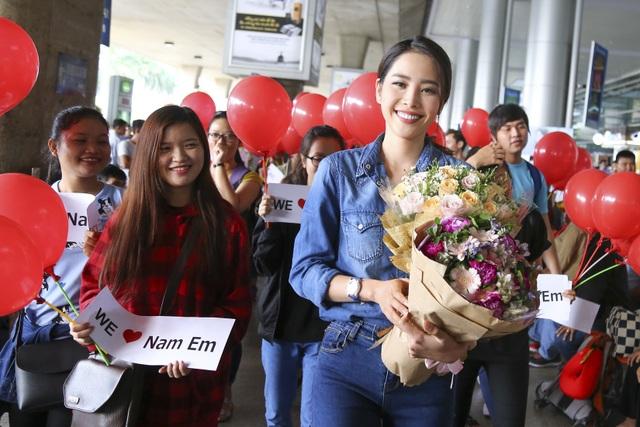 Nam Em cười rạng rỡ trở về Việt Nam sau hành trình dài gần 1 tháng tại Philipines