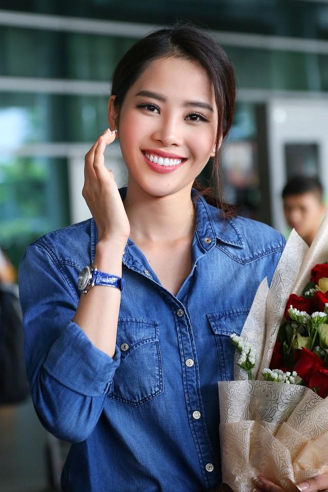 Nam Em cười rạng rỡ, được chào đón nồng nhiệt khi về Việt Nam - 6