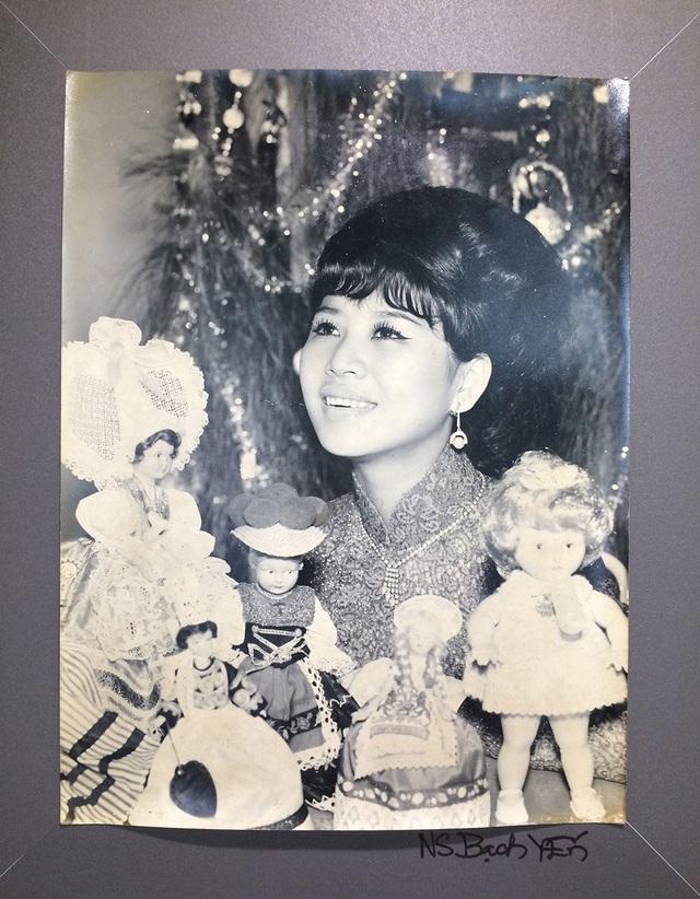 Ca sĩ Bạch Yến (sinh 1942), tên thật là Quách Thị Bạch Yến, sinh tại Sóc Trăng. Ba là một ca sĩ nổi tiếng của Sài Gòn trước năm 1975. Hiện bà là vợ của nhạc sĩ Trần Quang Hải và là con dâu của GS.TS Trần Văn Khê.
