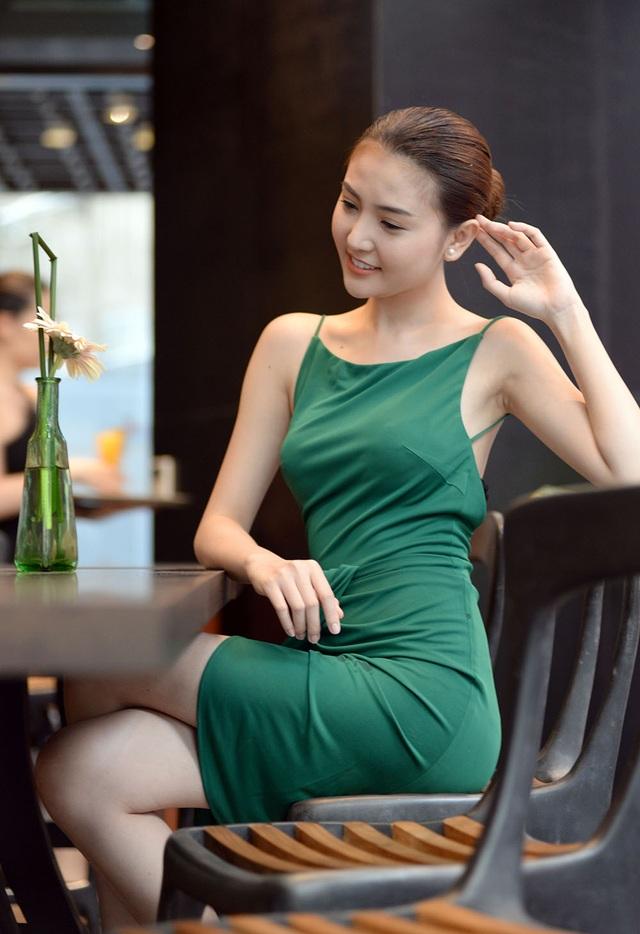 Nữ hoàng sắc đẹp Ngọc Duyên khoe lưng trần gợi cảm - 2