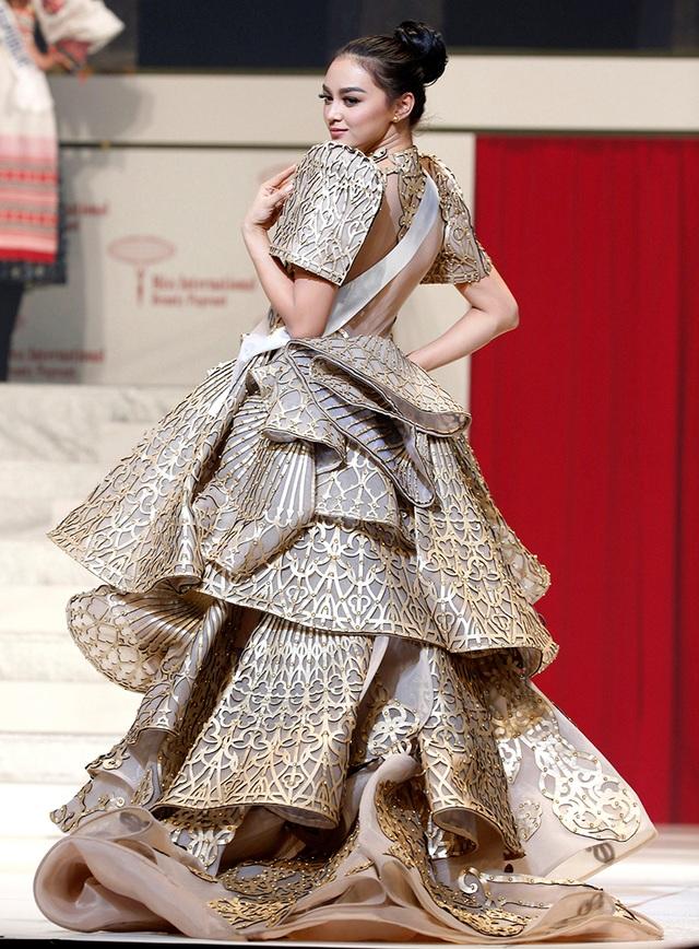 Trang phục của Hoa hậu quốc tế 2016 – Kylie Verzosa người Philippines từng diện khi tham gia cuộc thi nhan sắc Quốc tế