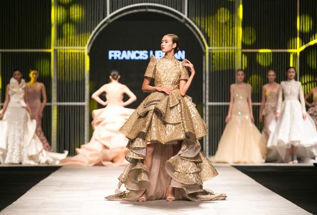 Bước ra từ cuộc thi người mẫu đình đám, Nguyễn Oanh thu hút mọi ánh nhìn với những bước catwalk uyển chuyển cùng thần thái chuyên nghiệp.