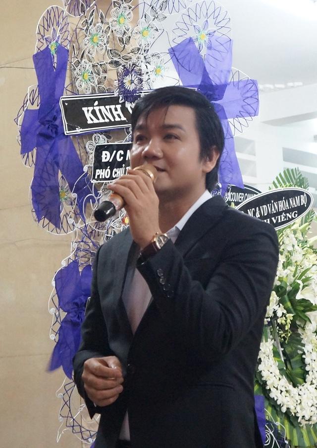 Nghệ sĩ Lê Tứ biểu diễn một trích đoạn cải lương ấn tượng để tặng cho mẹ Út Bạch Lan