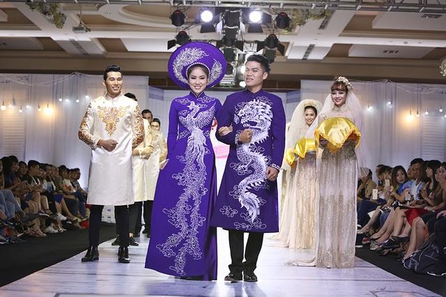 Lần đầu tiên Lê Phương công khai xuất hiện bên tình mời trước truyền thông. Là diễn viên nhưng Lê Phương đã có phần trình diễn thời trang với những bước đi vô cùng chuyên nghiệp bên cạnh người yêu.