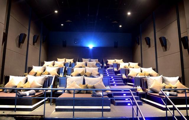Không gian ấp áp, lãng mạn bên trong rạp phim.