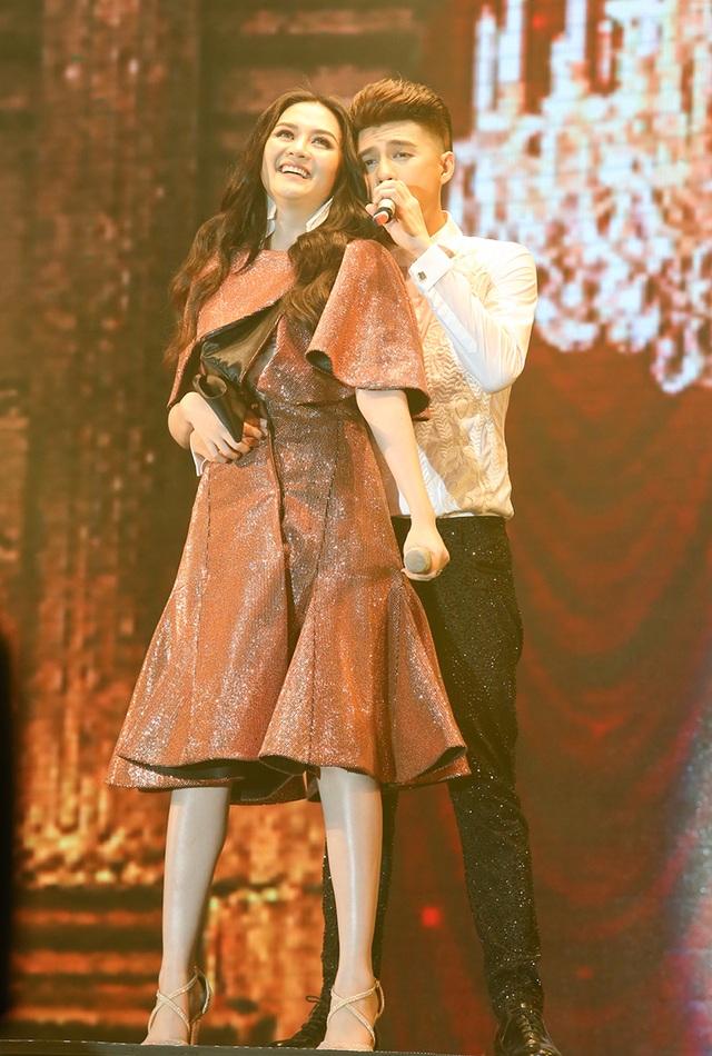 Thiều Bảo Trang là một trong những khách mời của chương trình với tiết mục trình diễn được đầu tư rất hoành tráng, công phu.