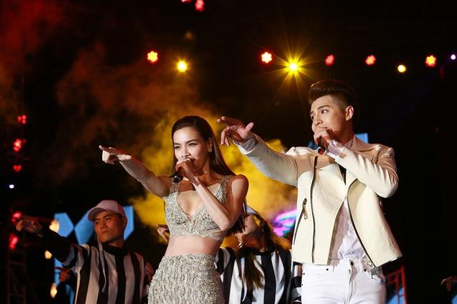 """Khán giả nhiệt tình cổ vũ nhất trong phần song ca với ca khúc mới """"Mình thích thì mình yêu thôi"""" (sáng tác: Dương Khắc Linh) của Noo Phước Thịnh và ca sĩ Hồ Ngọc Hà."""