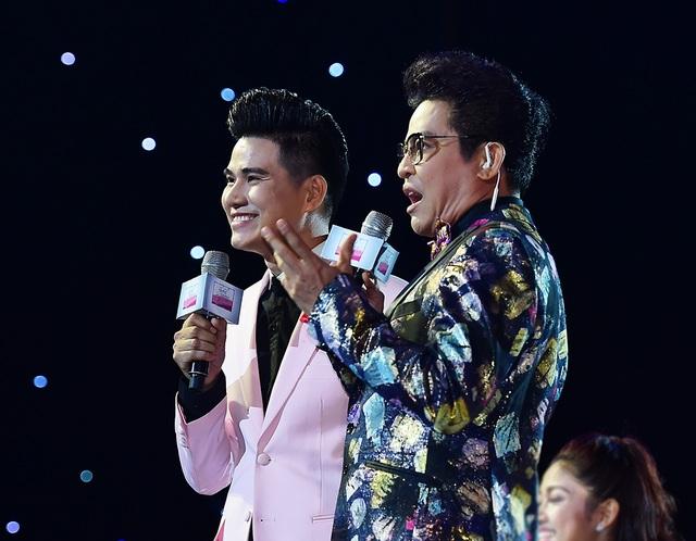 Dẫn dắt đêm chung kết Tuyệt đỉnh song ca là cặp thầy trò MC Thanh Bạch và Vũ Mạnh Cường. Đây là lần đầu tiên hai thầy trò kết hợp với nhau trên sân khấu một chương trình âm nhạc.
