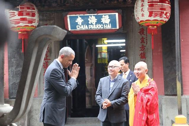 Cựu tổng thống Mỹ Barrack Obama và thầy Dũng ở chùa Phước Hải