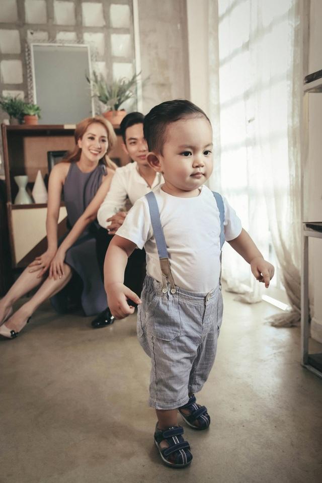 Trong cuộc sống gia đình của Khánh Thi, con trai Kubi là một phần thưởng rất đáng giá là sợi dây kết nối gia đình cũng như minh chứng cho tình yêu đẹp.