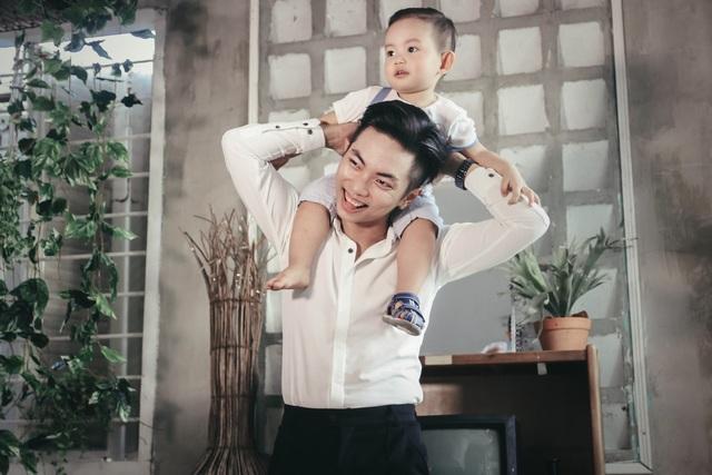 Khánh Thi - Phan Hiển khoe con trai Kubi lém lỉnh - 7