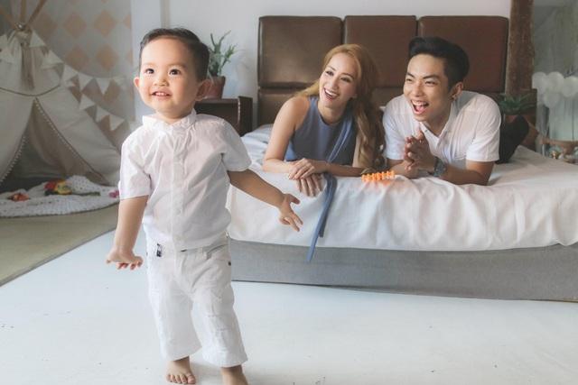 Khánh Thi - Phan Hiển khoe con trai Kubi lém lỉnh - 4