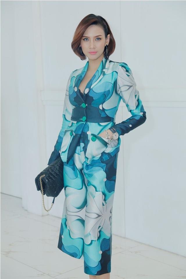 Trong phần thi chung kết, người mẫu Võ Hoàng Yến sẽ đảm nhận vai trò đạo diễn catwalk cho top 30 thí sinh.