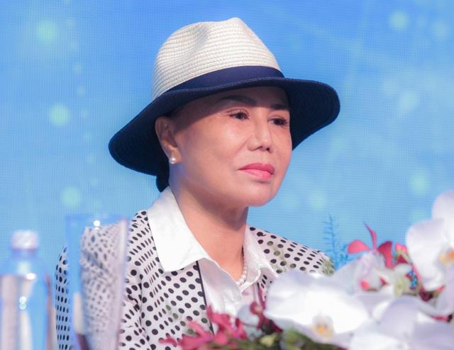 Danh ca Thanh Tuyền chia sẻ, chồng bà chưa bao giờ xuất hiện bên cạnh vợ trước công chúng dù đã gắn bó mấy mươi năm.