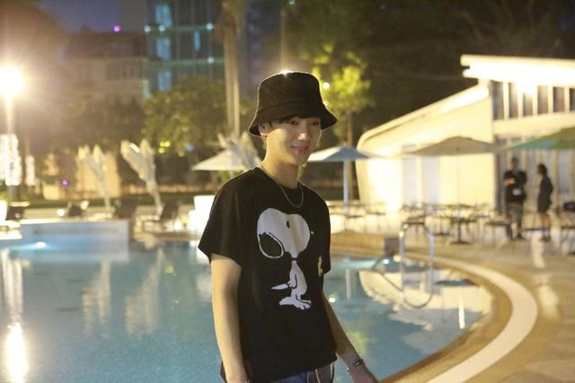 """Ca sĩ Yesung """"Không tự tin xuất hiện trước fan khi chưa make-up"""" - 1"""