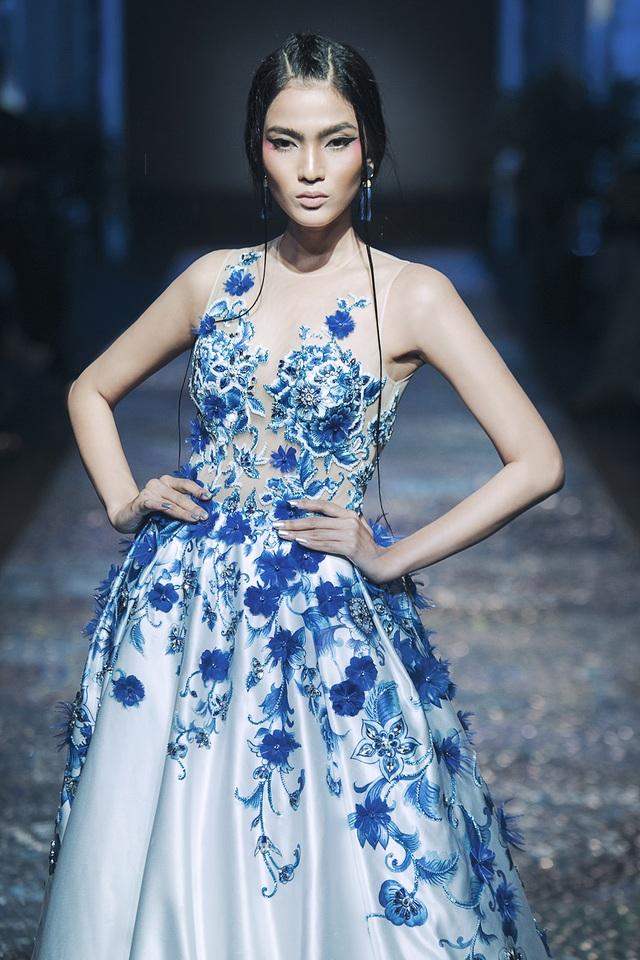 Là người mẫu chuyên nghiệp, với mỗi lần xuất hiện, Á hậu Trương Thị May luôn tạo cho mình những nét riêng ấn tượng và nổi bật.
