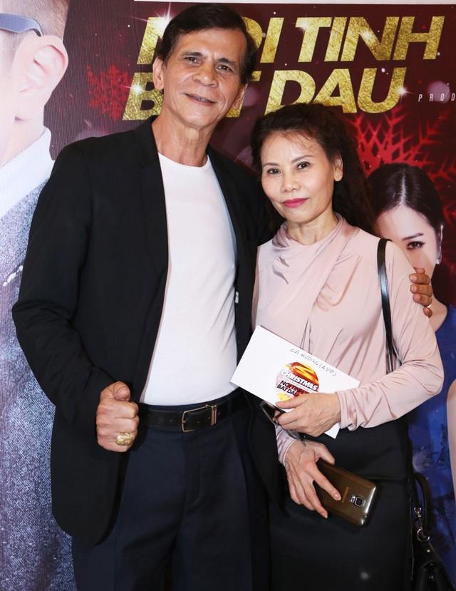 Ba mẹ ca sĩ Hồ Ngọc Hà đã đến với đêm nhạc của học trò con gái mình